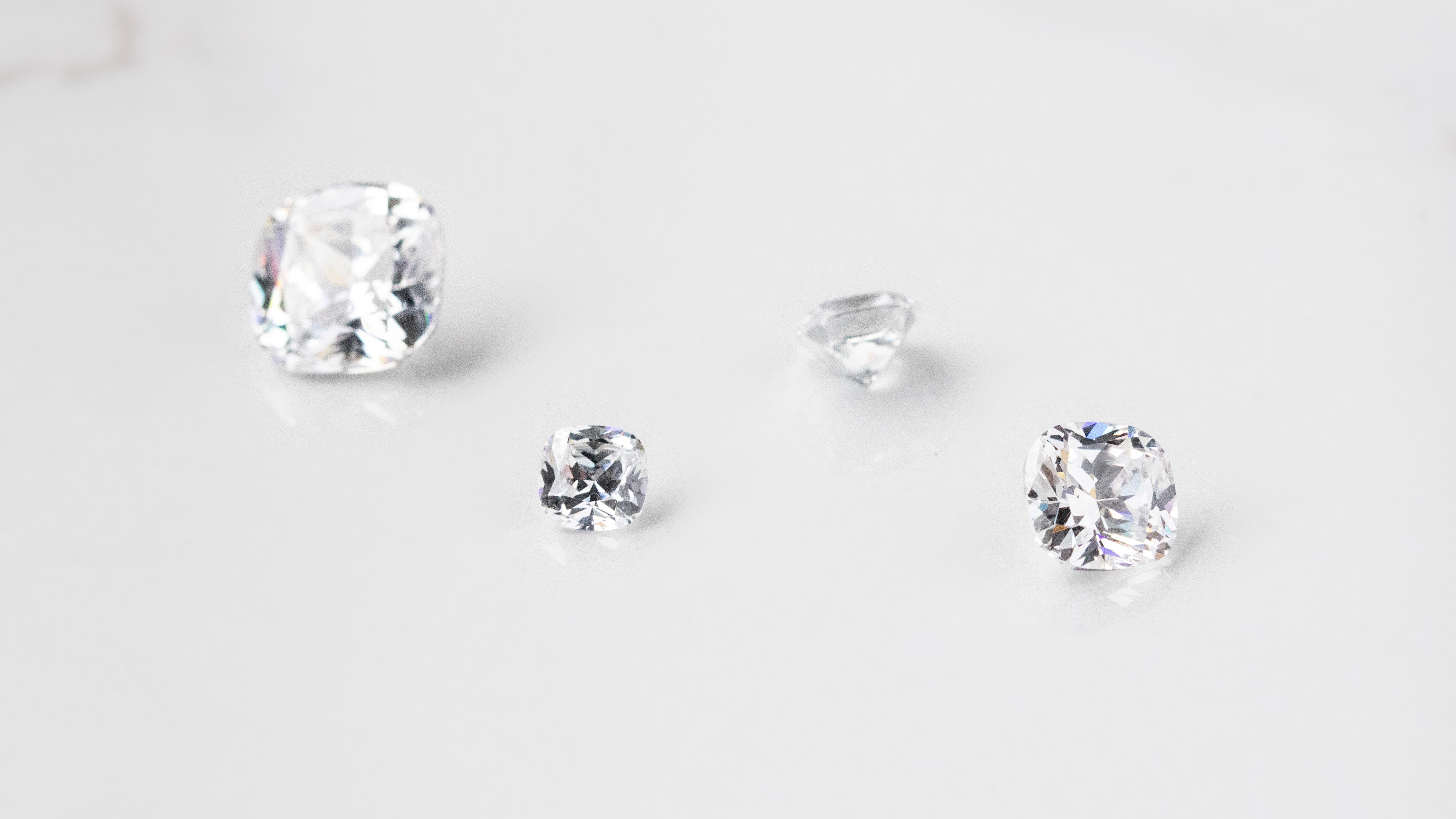 Four loose Nexus Diamond alternatives