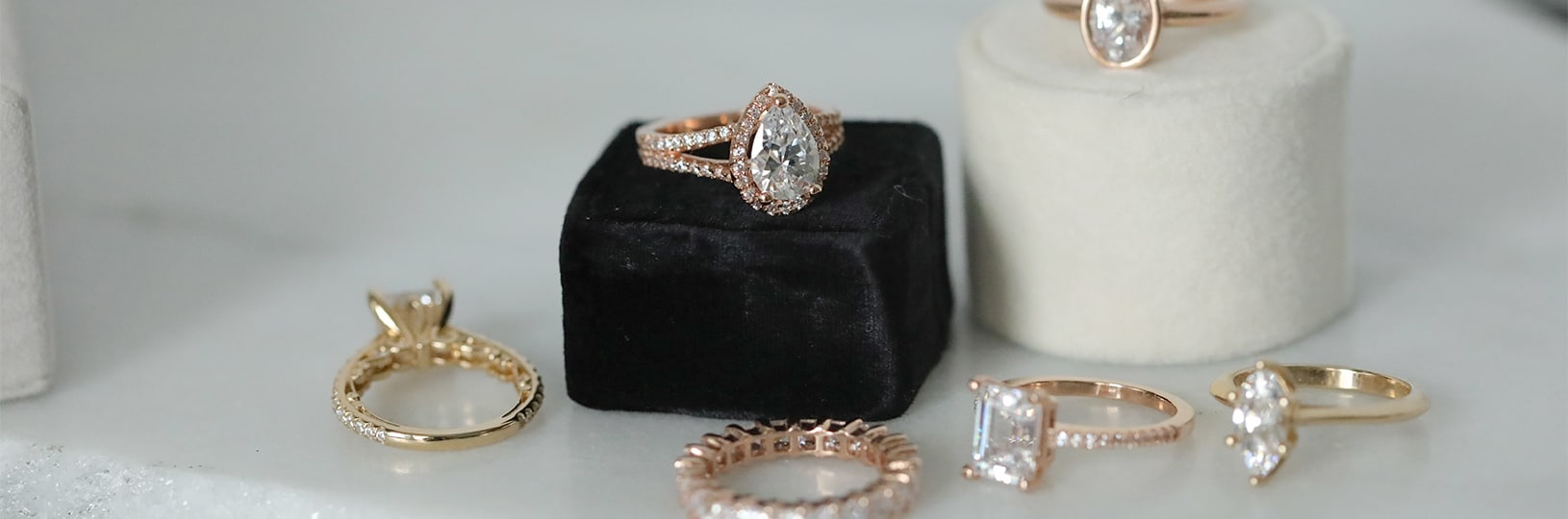 Variety of online engagement rings.
