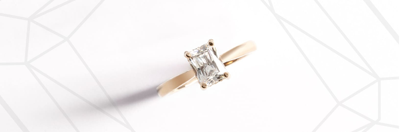 An emerald cut stone with a solitarie setting