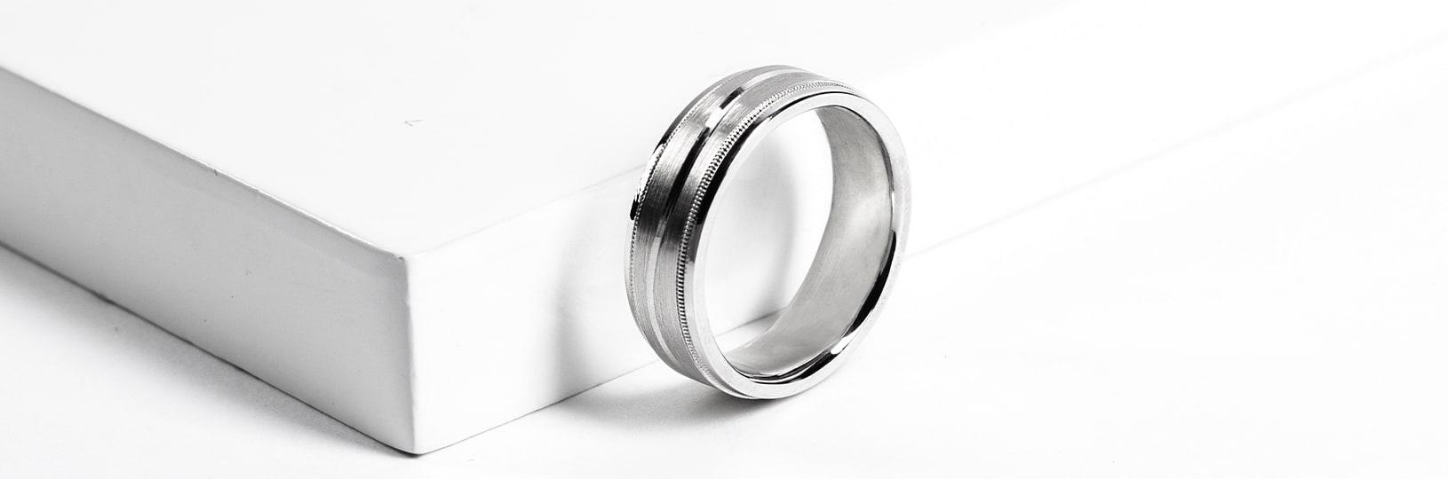 Men's tungsten wedding ring