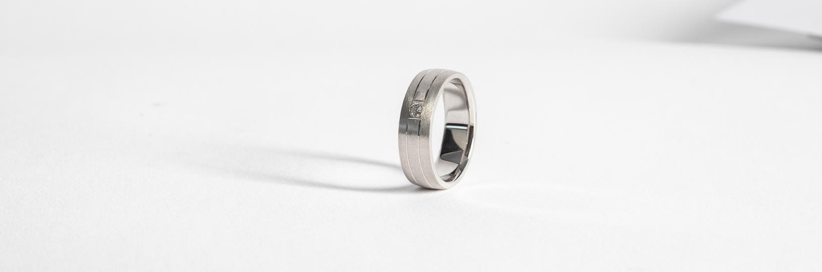 Men's classic wedding ring