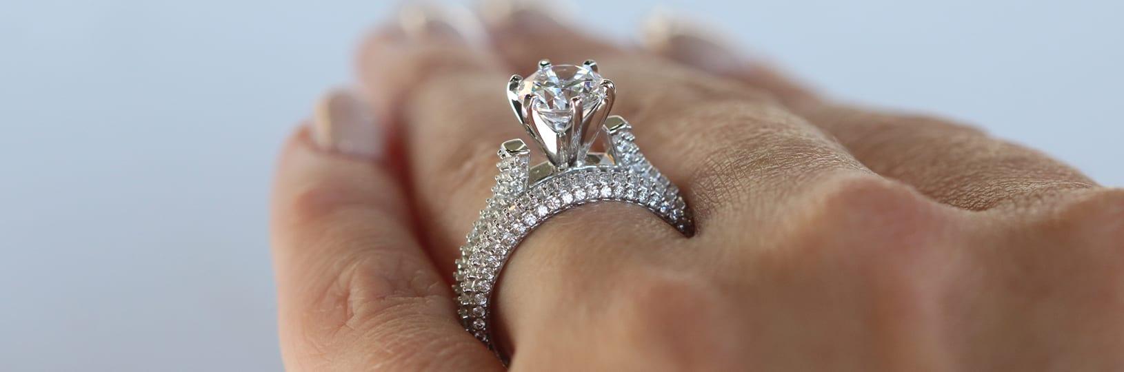 pavé diamond ring setting