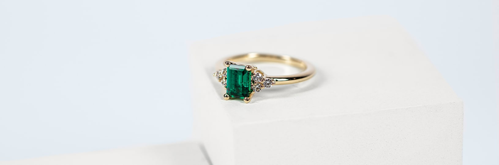Colorful gemstones, such as emerald, make for a great diamond alternative